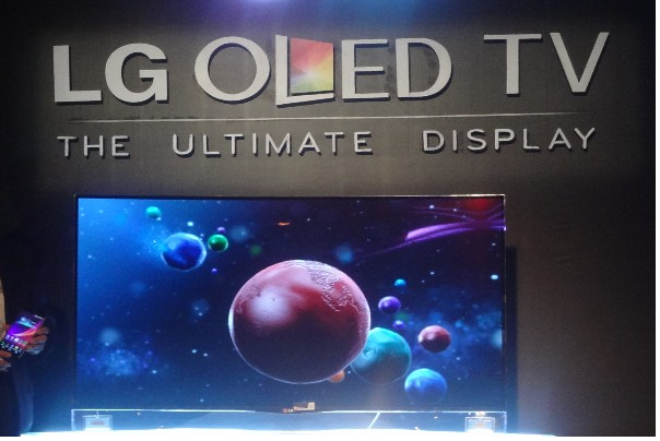 lg oled screen equal to foldable tvs nothinggeek. Black Bedroom Furniture Sets. Home Design Ideas